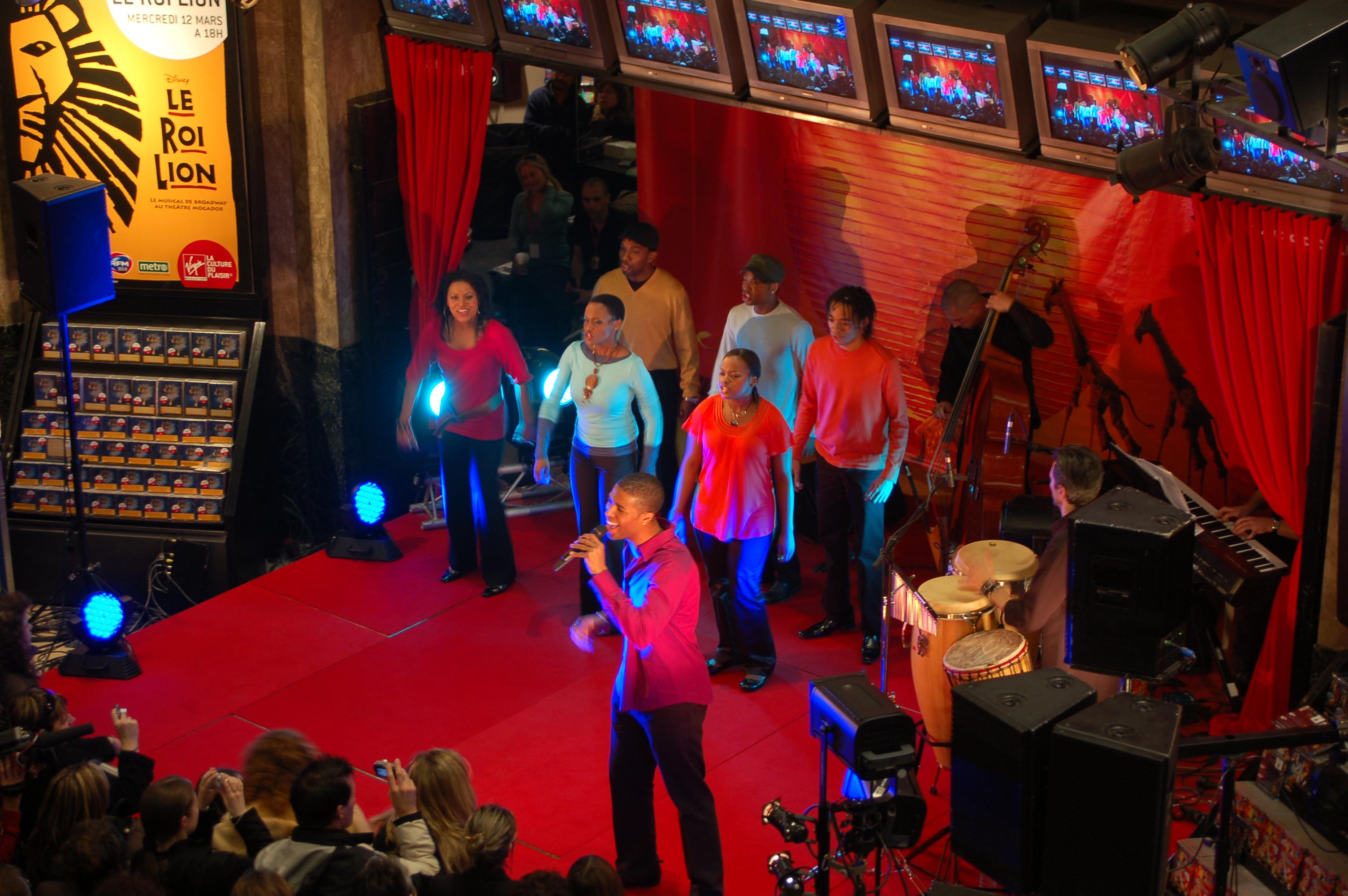 Le Roi Lion en mini-concert au Virgin Megastore - Nuit sans fin