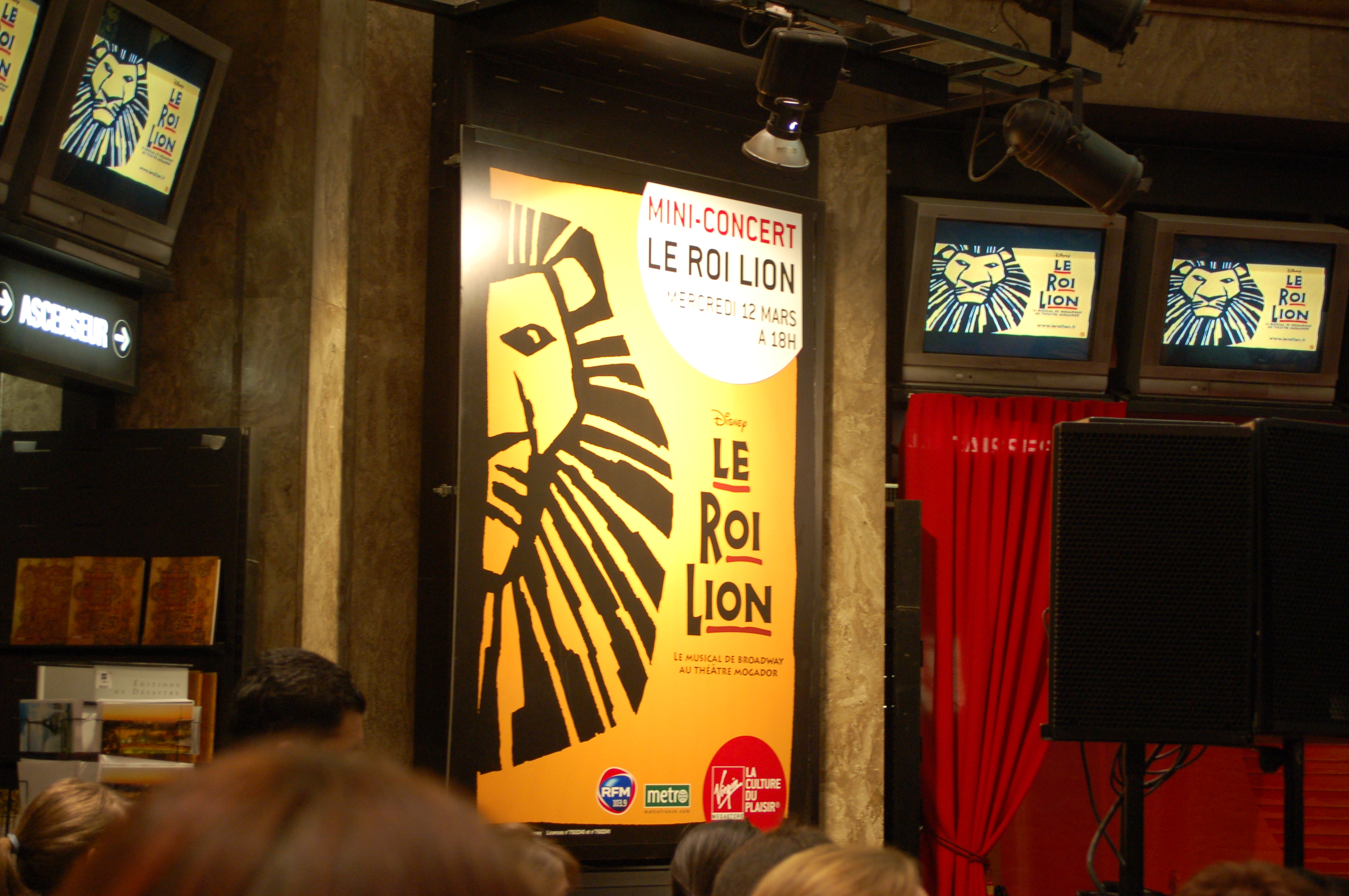 Le Roi Lion en mini-concert au Virgin Megastore
